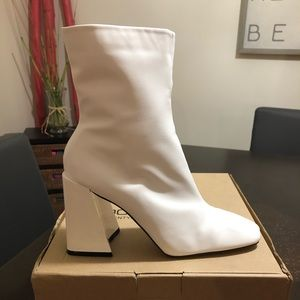 White Boohoo booties size 7. New and never worn!!!